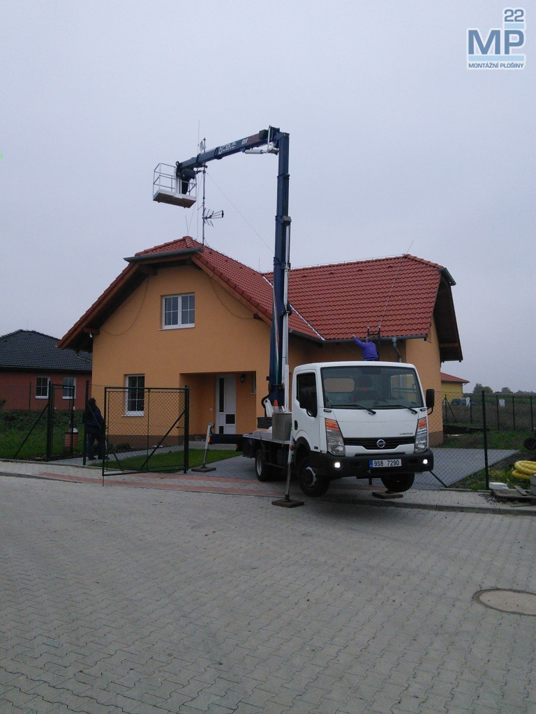 stožár wifi plošinou