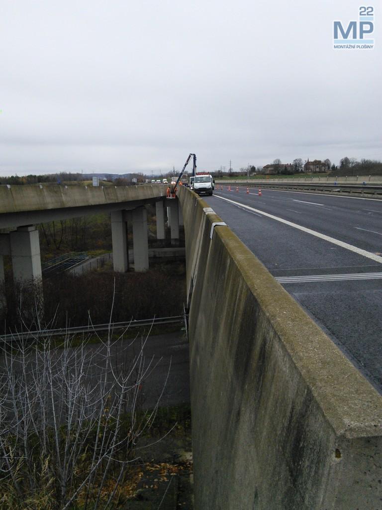 práce na dálnici D8 plošinou