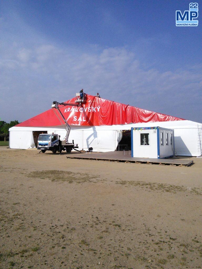 stavba party stanu plošinou