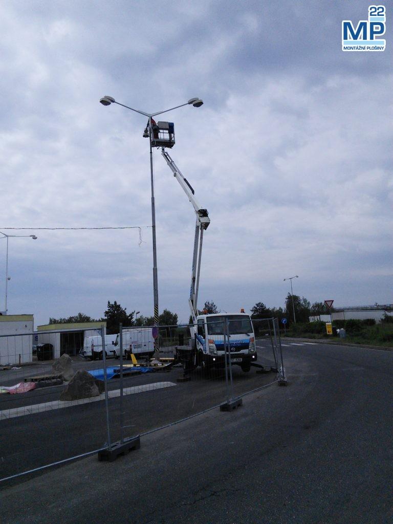 veřejné osvětlení elektromontáže plošinou