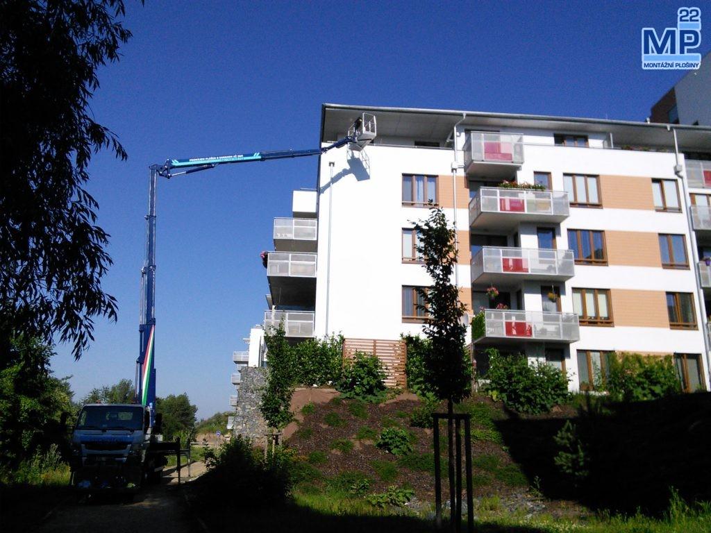 developerský projekt - bytový dům - stavební práce plošinou