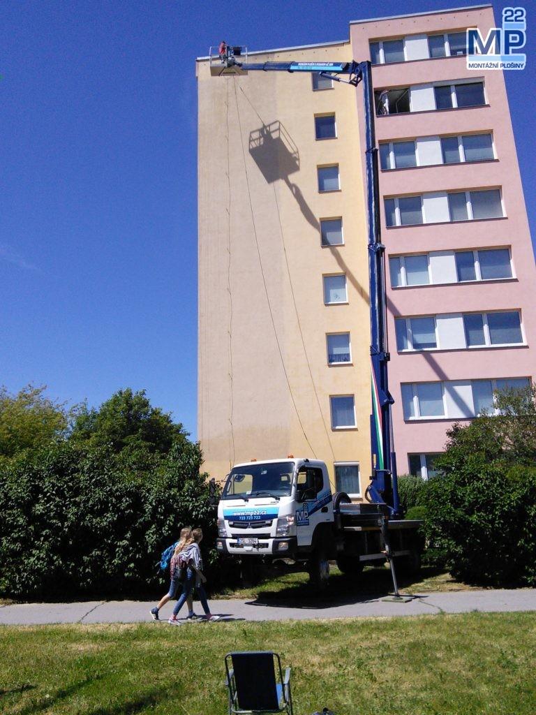 Mytí fasády bytového domu